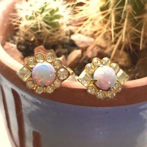 ⭐️5/$25⭐️ Vintage opal like earrings